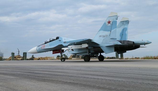 Ρωσικό μαχητικό SU-30 σε αεροπορική βάση στη Συρία