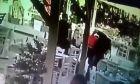Κρήτη: Τουρίστας πνίγεται από φαγητό σε ταβέρνα - Η στιγμή που τον σώζουν
