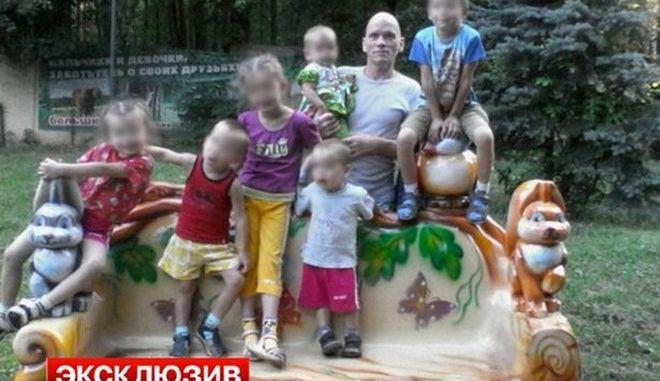 Δολοφόνησε την έγκυο γυναίκα και τα 6 παιδιά του επειδή νευρίασε με το νέο κούρεμα του γιου του