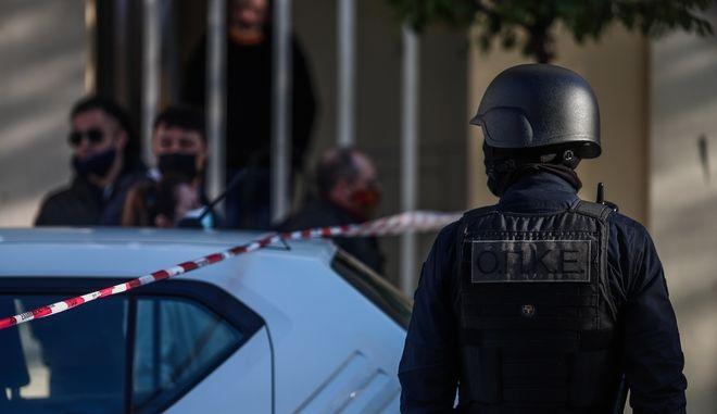 Νεκρή γυναίκα από πυροβολισμούς στην Αγία Βαρβάρα