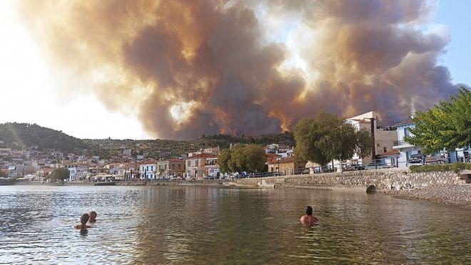 Μεγάλη φωτιά στην Εύβοια