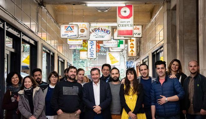 OΓιώργος Καμίνης παρουσίασε τα οκτώ νέα καταστήματα που ζωντανεύουν τη Στοά Εμπόρων