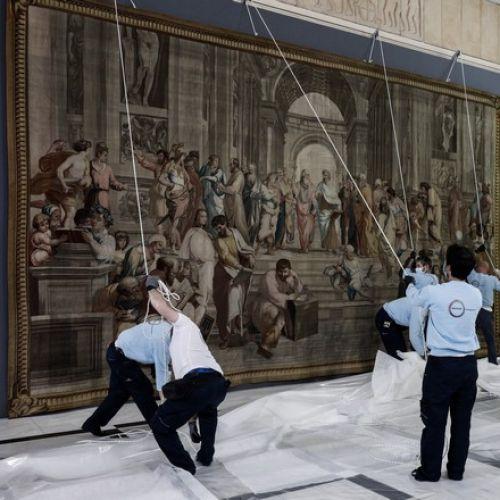 """Τοποθέτηση στη Βουλή των Ελλήνων της ταπισερί """"Σχολή των Αθηνών"""""""