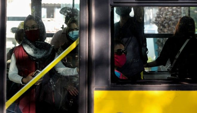 Κλιμάκια της Τροχαίας πραγματοποιούν ελέγχους σε Μέσα Μαζικής Μεταφοράς στην Αθήνα την Δευτερα 2 Νοεμβριου 2020. (EUROKINISSI/ΓΙΑΝΝΗΣ ΠΑΝΑΓΟΠΟΥΛΟΣ)