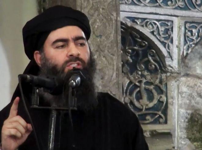 Ο τέως ηγέτης του Ισλαμικού Κράτους Άμπου Μπακρ αλ-Μπαγκντάντι σε εικόνα που ήρθε στη δημοσιότητα το 2014