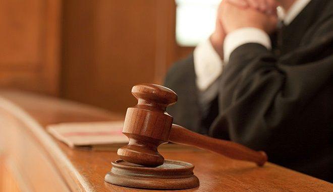 Χορήγηση σύνταξης και σε αμετάκλητα καταδικασθέντες δημοσίους υπαλλήλους