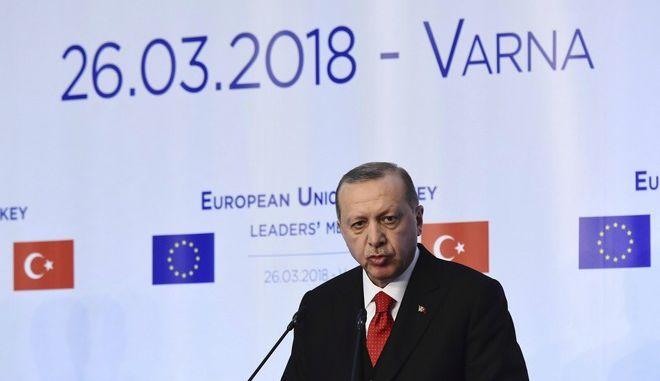 O Ρετζέπ Ταγίπ Ερντογάν στην συνέντευξη Τύπου μετά την σύνοδο της Βάρνας