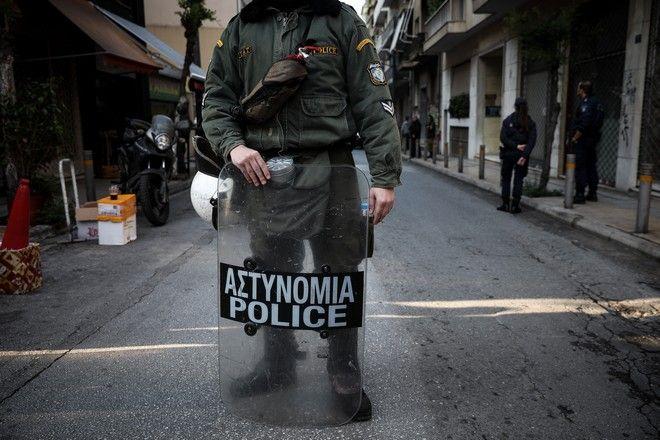 Αστυνομική επιχείρηση σε υπό κατάληψη κτίρια στα Εξάρχεια