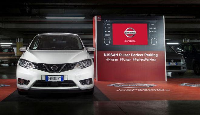 H Nissan κάνει το παρκάρισμα ...διασκέδαση
