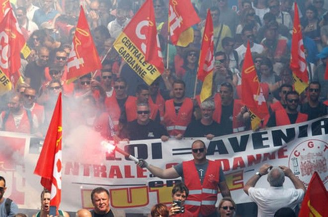 Ο Ολάντ απειλεί ότι θα απαγορεύσει τις διαδηλώσεις λόγω Euro