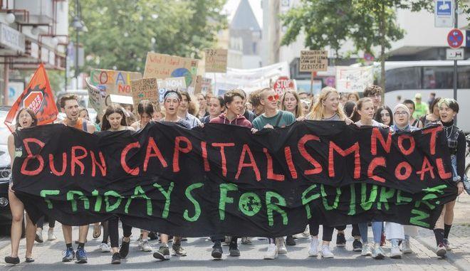 Πορεία νέων στη Γερμανία για την κλιματική αλλαγή