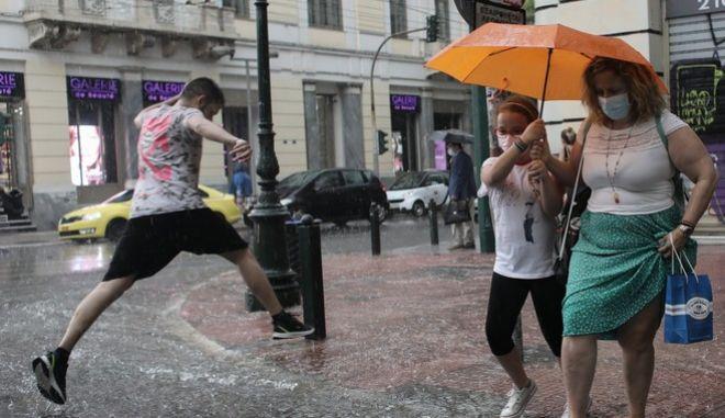 Βροχερή μέρα στην Αθήνα