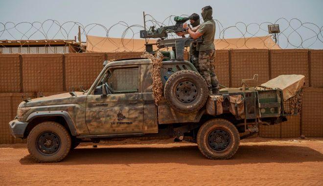Μάλι: Αποτυχημένη απόπειρα δολοφονίας του μεταβατικού προέδρου στη διάρκεια προσευχής