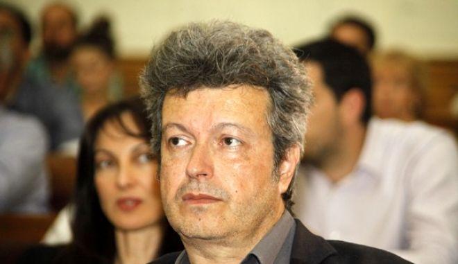 """Στιγμιότυπο από την παρουσίαση του νέου βιβλίου του δημοσιογράφου-συγγραφέα Νίκου Χασαπόπουλου """"ΧΡΥΣΗ ΑΥΓΗ, Η Ιστορία, τα Πρόσωπα και η Αλήθεια"""".  Το βιβλίο παρουσίασαν οι: Αλέκος Αλαβάνος, εκ μέρους Σχεδίου Β, η Έυη Χριστοφιλοπούλου, βουλευτής του ΠΑΣΟΚ, ο Μάκης Βορίδης, Κοινοβουλευτικός Εκπρόσωπος ΝΔ, η Λιάνα Κανέλλη, Βουλευτής ΚΚΕ, ο Γιάννης Πανούσης, Καθηγητής, Βουλευτής ΔΗΜΑΡ και ο Δημήτρης Παπαδημούλης, Κοινοβουλευτικός Eκπρόσωπος ΣΥΡΙΖΑ. Τη συζήτηση συντόνισε ο δημοσιογράφος Βασίλης Χιώτης, Διευθυντής Ραδιοφωνικού Σταθμού «ΒΗΜΑ FM». Η εκδήλωση  πραγματοποιήθηκε την Τρίτη 28 Μαΐου 2013, στο Εθνικό Ιστορικό Μουσείο. (EUROKINISSI/ΓΙΩΡΓΟΣ ΚΟΝΤΑΡΙΝΗΣ)"""