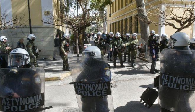 Σεπόλια: Ποινική δίωξη στους συλληφθέντες - Στον εισαγγελέα και ο 40χρονος του Επαναστατικού Αγώνα