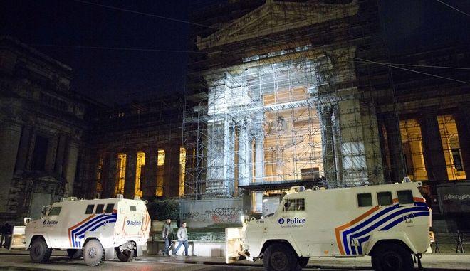 Βγαίνουν οι σκαλωσιές μετά από 40 χρόνια από το εμβληματικό Δικαστικό Μέγαρο των Βρυξελλών