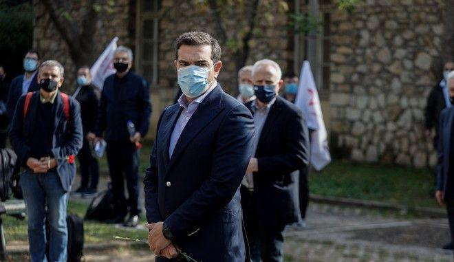 Κατάθεση στεφάνου από τον Αλέξη Τσίπρα για την επέτειο του Πολυτεχνείου, στο ΕΑΤ - ΕΣΑ