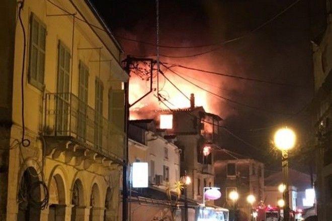 Φωτιά σε τριώροφη μονοκατοικία στο Μαντούκι Κέρκυρας