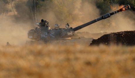 Ισραηλινή μονάδα πυροβολεί προς στόχους στη Λωρίδα της Γάζας, στα σύνορα του Ισραήλ, 3 Μαΐου 2021