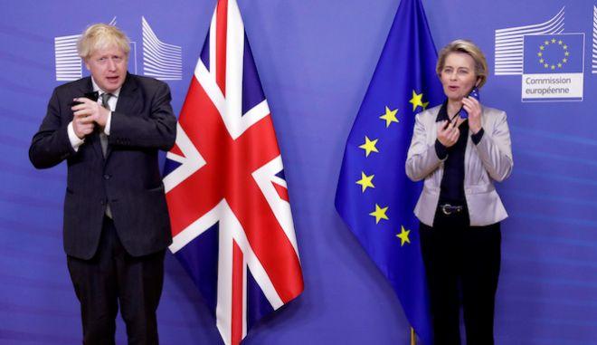 Η πρόεδρος της Ευρωπαϊκής Επιτροπής Ούρσουλα φον ντερ Λάιεν και ο βρετανός πρωθυπουργό Μπόρις Τζόνσον σε συνάντηση στις Βρυξέλλες, 9 Δεκεμβρίου 2020