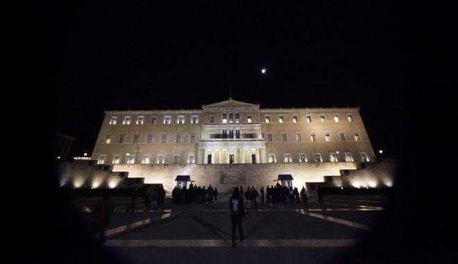 Το κτήριο της Βουλής φωταγωγημένο, Αρχείο