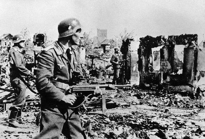 German  troops during street fighting in the destroyed streets of Stalingrad on Feb. 24, 1943. (AP Photo)