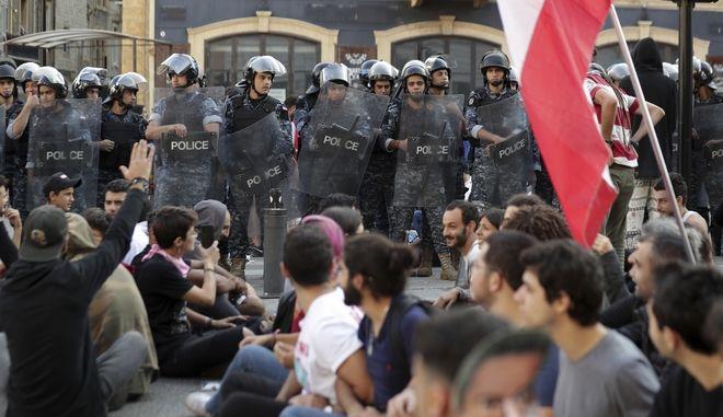 Οι διαδηλωτές ξαναβγήκαν στους δρόμους.