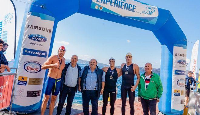Από αριστερά: Κωνσταντίνος Κωνσταντινέσκου, Δήμαρχος Θήρας Νίκος Ζώρζος, Πρόεδρος Ένωσης Λεμβούχων Σαντορίνης Μάκης Κανακάρης, Γιώργος Αρνιακός, Ντέγιαν Γιοβάνοβιτς, Πρόεδρος ΔΑΠΠΟΣ Λευτέρης Τζούρος
