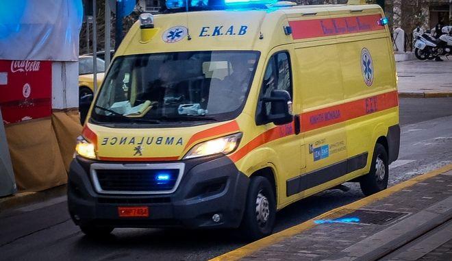 Ασθενοφόρο του ΕΚΑΒ. Φωτογραφία αρχείου.