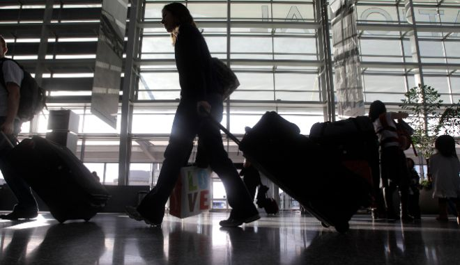 ΕΕ: Η Κομισιόν προτείνει μείωση των περιορισμών στα μη απαραίτητα ταξίδια στην ΕΕ