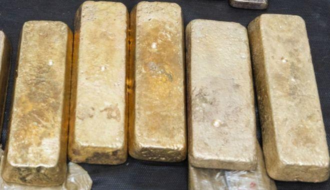 """Προσπάθησε να περάσει 41 ράβδους χρυσού από το """"Ελ. Βενιζέλος"""""""