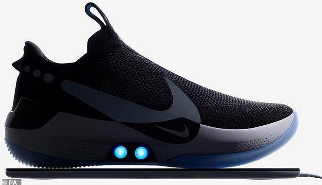 """Nike: Τα πρώτα """"έξυπνα"""" αθλητικά παπούτσια που δένονται μόνα τους"""