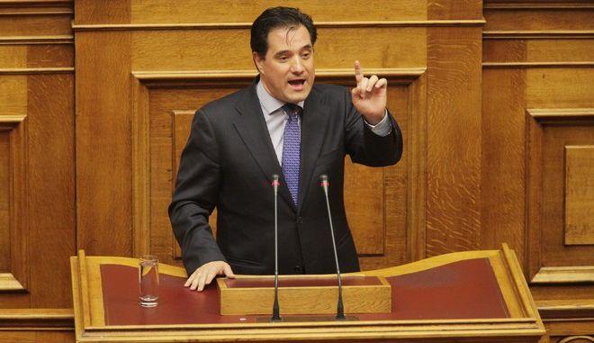 Στιγμιότυπο από την πρώτη ημέρα της συζήτησης στην Βουλή για την παροχή ψήφου εμπιστοσύνης στην κυβέρνηση, την Τετάρτη 8 Οκτωβρίου 2014// ΑΔΩΝΙΣ ΓΕΩΡΓΙΑΔΗΣ. (EUROKINISSI/ΓΙΑΝΝΗΣ ΠΑΝΑΓΟΠΟΥΛΟΣ)