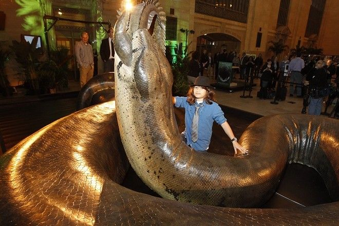 TITANOBOA: MONSTER SNAKE: Smithsonian Channel unveiled a scientifically accurate life-size replica of Titanoboa, the biggest snake to have ever roamed the earth, in Grand Central Terminal Thursday morning to astonished commuters. The 48 foot long behemoth lived 60 million years ago during time just after dinosaurs became extinct. The snake will be on display until Friday evening (March 23, 2012) and will then travel to the SmithsonianâÂÂs Natural History Museum in Washington DC where it will go on display beginning March 30. TITANOBOA: MONSTER SNAKE, a two-hour television event premieres April 1st on Smithsonian Channel. - Photo: Mark Von Holden/Smithsonian Channel - Photo ID: smithsonian_titanoboa_284