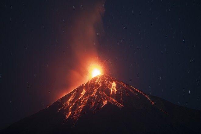 Το ηφαίστειο Φουέγο στη Γουατεμάλα