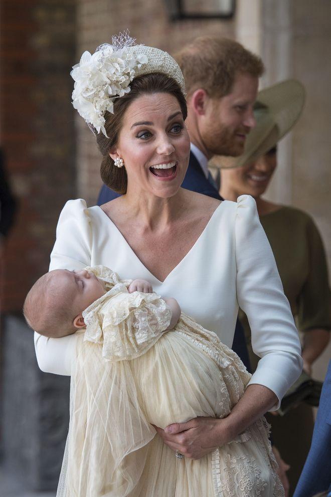 Ο μόλις 11 μηνών Λούις είχε 6 νονούς μεταξύ των οποίων και ο φίλος του Πρίγκιπα Γούιλιαμ, Γκάι Πέλι.