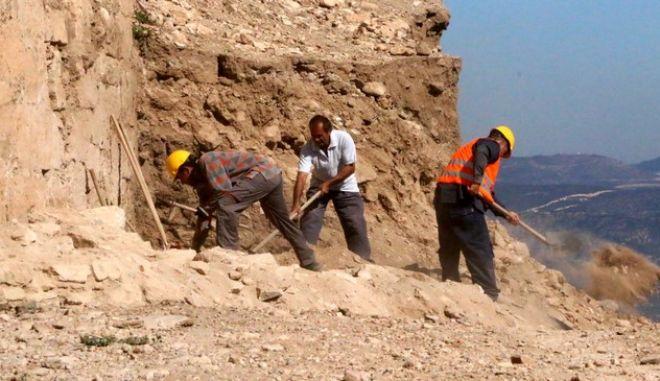 Ο υφυπουργός Πολιτισμού και Αθλητισμού Γ. Ανδριανός στο Μπούρτζι Ναυπλίου όπου ενημερώθηκε για την πορεία των εργασιών ανακατασκευής που χρημοατοδοτούνται από το ΕΣΠΑ την Τετάρτη 1 Οκτωβρίου 2014. (EUROKINISSI/ΒΑΣΙΛΗΣ ΠΑΠΑΔΟΠΟΥΛΟΣ)