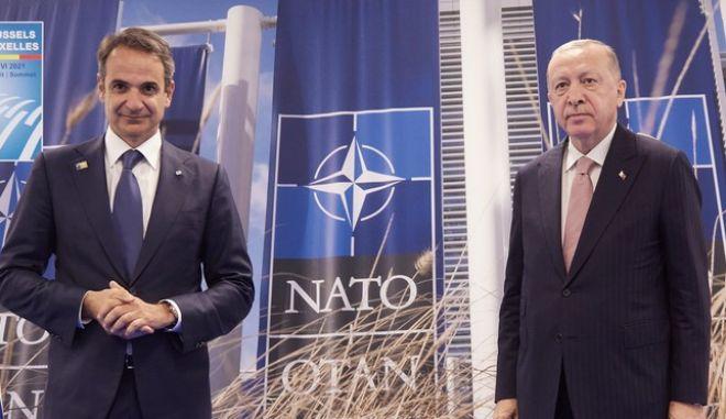 Συνάντηση του Κυριάκου Μητσοτάκη με τον Ρετζέπ Ταγίπ Ερντογάν στο περιθώριο της συνόδου κορυφής του ΝΑΤΟ στις Βρυξέλλες.
