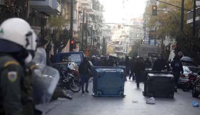 Επεισόδια μεταξύ αστυνομικών δυνάμεων και μελών της Χρυσής Αυγής, στην πλατεία του Αγίου Παντελεήμονα, Σάββατο 15 Ιαν. 2011. (EUROKINISSI / ΧΑΣΙΑΛΗΣ ΒΑΪΟΣ)