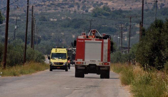 Αναζωπύρωση της πυρκαγιάς στις Κεχριές Κορινθίας, με πολλές διάσπαρτες ενεργές εστίες να συνεχίζουν να δυσκολεύουν το έργο της κατάσβεσης, την Πέμπτη 23 Ιουλίου 2020. Στη φωτογραφία στο χωριό Αλαμάνο. (EUROKINISSI/ΒΑΣΙΛΗΣ ΠΑΠΑΔΟΠΟΥΛΟΣ)