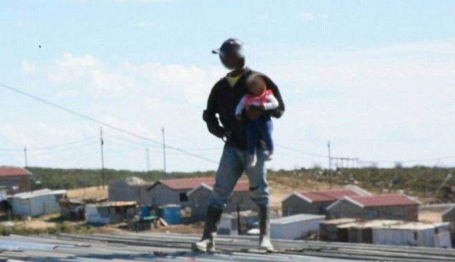 Ο 38χρονος πριν πετάξει το παιδί από την ταράτσα