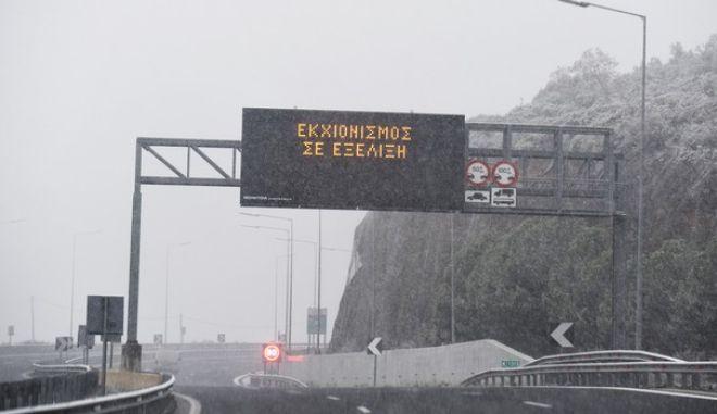 Χιονοπτώσεις με ένταση, πού υπάρχουν προβλήματα