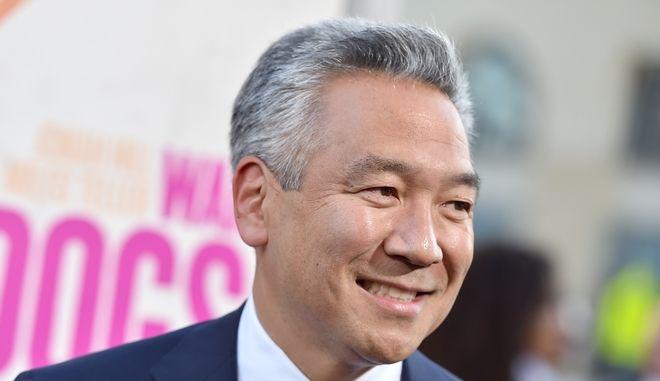 O CEO της Warner Bros. Κέβιν Τσουτζιχάρα σε πρεμιέρα ταινίας στο Λος Άντζελες το 2016