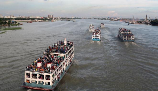 Φέρι μποτ στη Ντάκα, πρωτεύουσα του Μπανγκλαντές