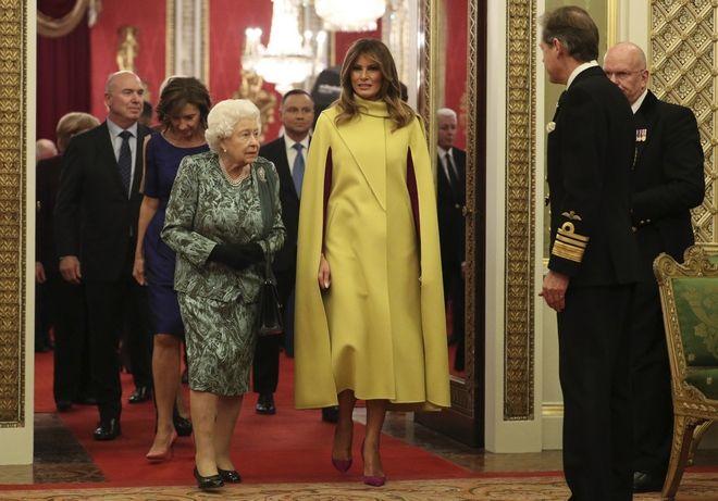 Βασίλισσα Ελισάβετ και Μελάνια Τραμπ στο παλάτι του Μπάκιγχαμ