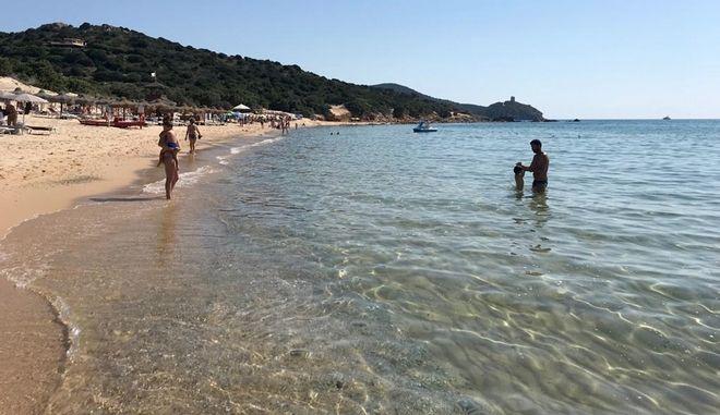 Εικόνα από την παραλία της Κία στη Σαρδηνία