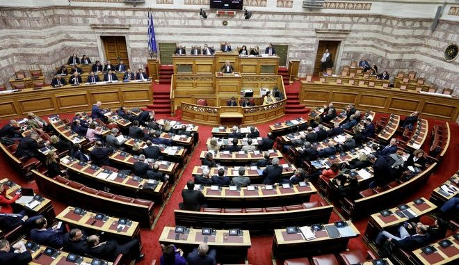 Στιγμιότυπο στη Βουλή από την συζήτηση επί του νομοσχεδίου για την ψήφο των αποδήμων