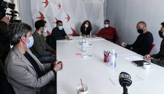 Βαρουφάκης: Στο πλευρό των εργαζομένων στο ΚΕΘΕΑ
