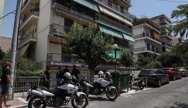 Η πολυκατοικία όπου 31χρονη δολοφονήθηκε από τον σύζυγό της στη Δάφνη