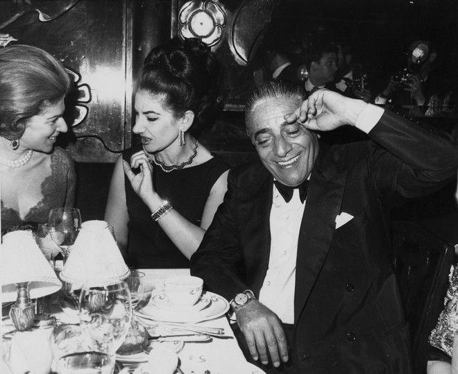 Η Μαρία Κάλλας με τον Αριστοτέλη Ωνάση σε γκαλά στο Παρίσι το 1965